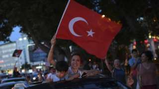 """Supporters of Republican People""""s Party (CHP) candidate for mayor of Istanbul Ekrem Imamoglu celebrate"""