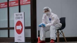 Teste para coronavírus no Cazaquistão