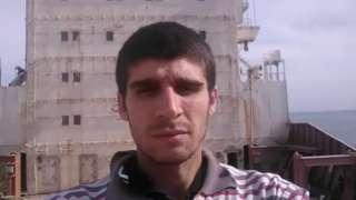 Mohammed Aisha a bordo do navio cargueiro abandonado MV Aman, na costa do Mar Vermelho do Egito