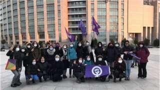 8 Mart Feminist Gece Yürüyüşü Eylem Komitesi, gözaltına alınanları Çağlayan'daki İstanbul Adalet Sarayı önünde bekledi