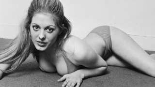 Британська актриса Нікі Говорт в бікіні. Фотографія 1971 року