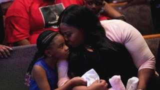 Roxie Washington hold Gianna Floyd, di pikin of George Floyd as dem attend George Floyd burial service