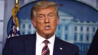 Donald Trump imbere ya White House