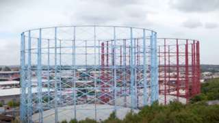 Claret and blue gasholders
