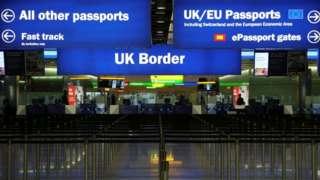 Londra'daki Heathrow Havalimanı'nın girişi