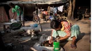 IDP စခန်းတွေမှာ နှစ်ရှည်လများ သောင်တင်နေကြရ