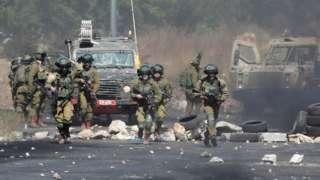 militares israelenses entram em confronto com manifestantes na Cisjordânia