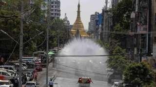 ရန်ကုန်မြို့လယ်မှာ ပိုးသတ်ဆေးဖျန်း