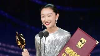 11月28日,第33屆中國電影金雞獎頒獎典禮在福建省廈門市舉行。周冬雨榮獲最佳女主角獎。