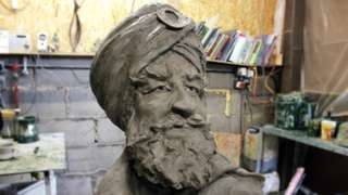 The head of the statue including turban