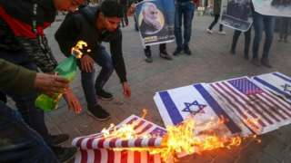 Palestinians burn US and Israeli flags in Gaza Strip (08/01/20)