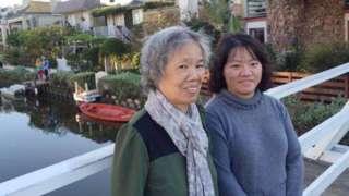 Nhà hoạt động Phạm Đoan Trang và mẹ