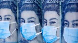 Банкноты с портретом Елизаветы II в маске