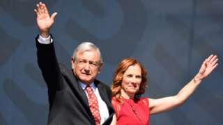 López Obrador celebró este domingo junto a su esposa Beatriz Gutiérrez su primer año de gobierno.