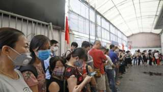 Nhiều người Việt mong có việc làm, thu nhập tốt