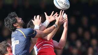 Worcester's Melani Nanai and Leicester's E W Viljoen compete for the same high ball