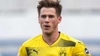 Erik Durm in action for Borussia Dortmund