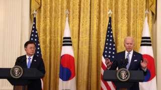 문재인 대통령은 미국 조 바이든 대통령과의 첫 정상회담을 위해 지난 19일 출국으며 23일 귀국할 예정이다