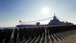 青岛附近的军港 :今年一月中国海军第一艘055型驱逐舰南昌号服役