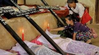 လသားအရွှယ် ကလေးငယ်အပါဝင် လူ ၅ ဦးကို စက်တင်ဘာ လ ၁ရက်နေ့က ကွတ်ခိုင်မြို့ ခရစ်ယာန် သုသာန် မှာ ဆုတောင်းပြီး မြေမြှုပ်