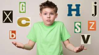 Niño con letras