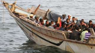 File photo showing a boat carrying migrants in Aden, Yemen, before they are deported to Somalia (26 September 2016)