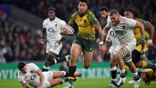 Israel Folau scores try for Australia