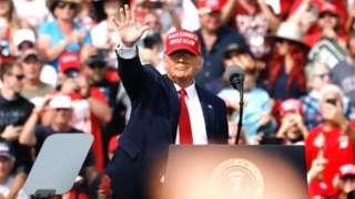 트럼프 대통령은 코로나19 확산에도 대규모 유세 행사를 이어가고 있다