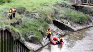 Divers try to rescue Nicola Williams
