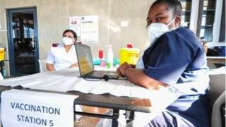 South Africa don fully vaccinated at least 480,000 pipo