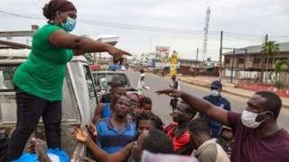 A Accra, Ghana, le gouvernement a distribué de la nourriture aux pauvres
