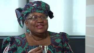 Bi Okonjo - Iweala ana umri wa miaka 66 na ni raia wa kwanza mwanamke kutoka Nigeria aliyewahi kuwa waziri wa fedha na waziroi waziri wa kigeni