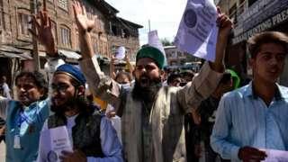 پاکستان کې مذهب ته د سپکاوي د تورونو او پېښو له کبله لوی او له غوسې ډک لاریونونه هم شوي.