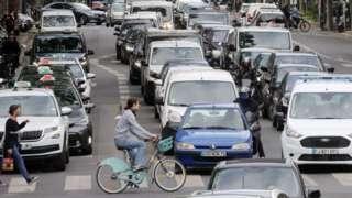 Traffic on Beaumarchais boulevard, Paris