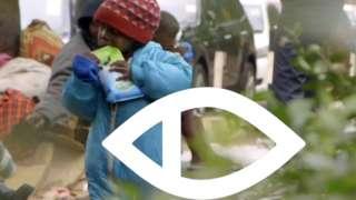 Umwana ariko arafungura mw'ibarabara rya Nairobi n'ikimenyetso ca BBC Africa Eye imbere y'iwe