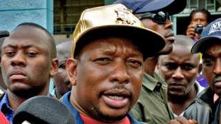 Nairobi governor Mike Sonko wearing a gold cap. April 26, 2017