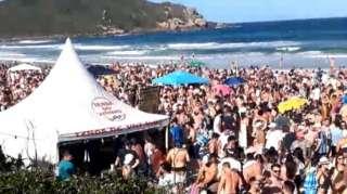 Aglomerações na Praia do Rosa, em Imbituba, têm sido comuns durante a pandemia de covid-19