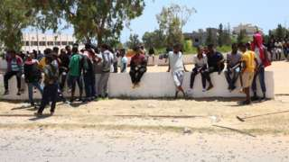 Des migrants et des réfugiés dans le centre de détention de Tajoura, en Libye