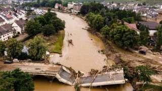 Разрушенный мост в городе Бад-Нойенар-Арвайлер