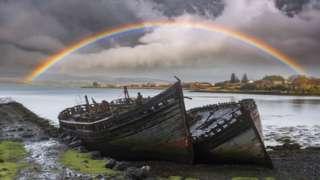 Лодки у моря.