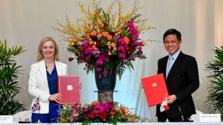 UK and Singapore ministers with FTA.