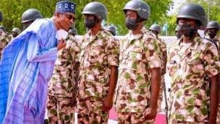 Aarẹ Muhammadu Buhari ati awọn ọmọ ogun
