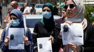 Palestinians protest against the death in custody of activist Nizar Banat in Ramallah, in the occupied West Bank (24 June 2021)