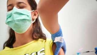 코로나19 백신접종은 아주 드물게 심장 근육이 부어오르는 심근염을 유발하기도 한다