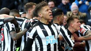 Newcastle players celebrate Matt Ritchie's goal