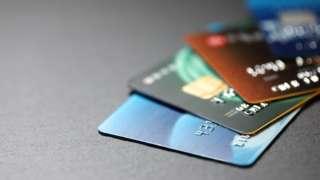 Cartões de crédito sobre mesa