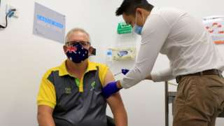 Scott Morrison receives the vaccine