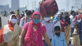 Migrant workers head home on Day 5 of the 21 day nationwide lockdown imposed by PM Narendra Modi to curb the spread of coronavirus, at NH9 road, near Vijay Nagar, on March 29, 2020 in Ghaziabad, India