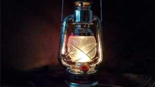"""La """"lampe tempête"""" est devenue l'emblème du ras le bol des congolais confronté aux fréquentes coupures d'électricité."""