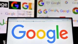 电脑屏幕上展示的谷歌(Google)商标